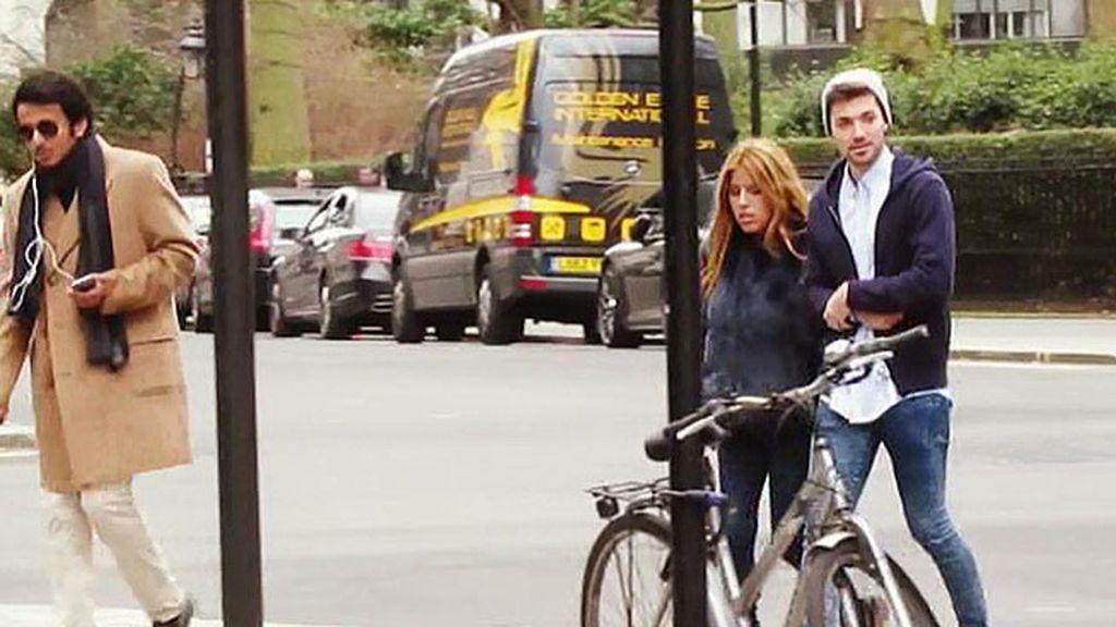 Chabelita y su chico pasearon por la capital británica sin el pequeño Alberto