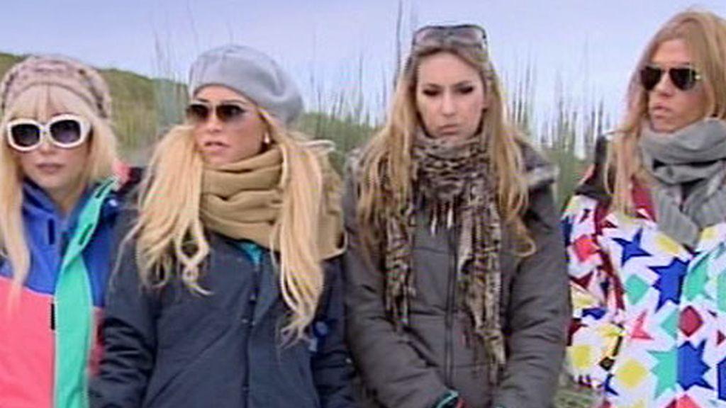 De izquierda a derecha, Gemma,.Jessica, Paula y Cayetana en la nieve