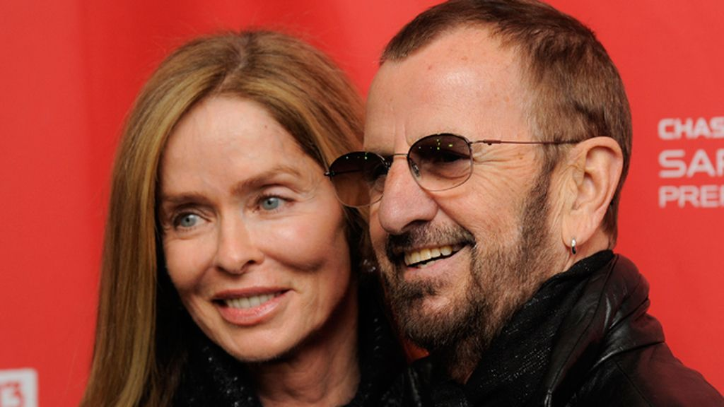 Ringo Starr y su esposa Barbara Bach en el estreno de 'Emanuel and the Truth about Fishes'
