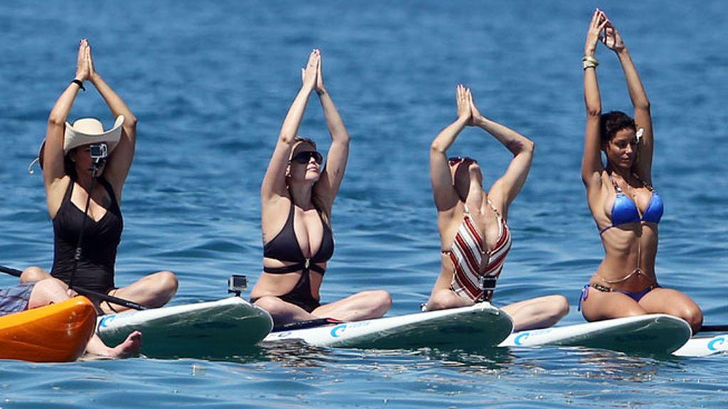 Yoga sobre la tabla, mirada reflexiva al horizonte, paseo sobre las aguas con mi hijo...