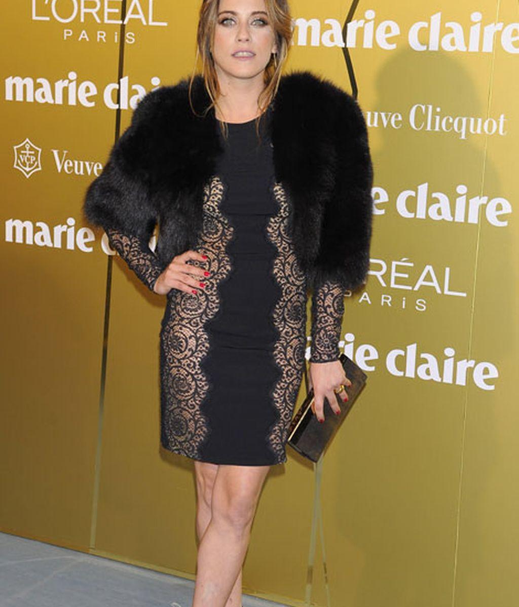 María León, con un vestido de Stella McCartney y estola de piel