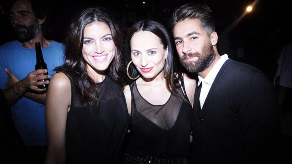 Jimena Mazucco junto a los diseñadores María Escoté y Juan Vidal