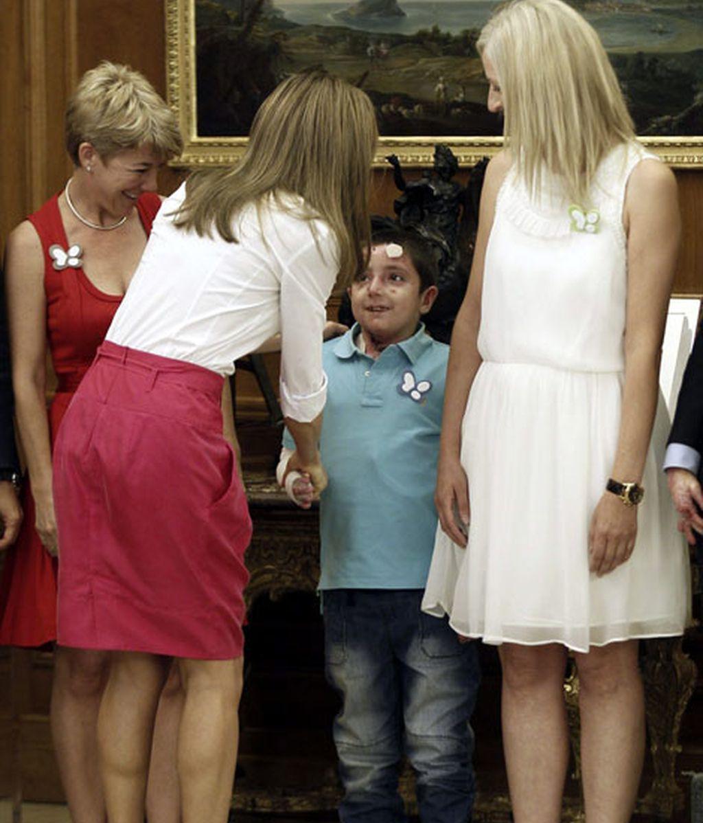 """La Reina Letizia apoya a los afectados con """"piel de mariposa"""""""