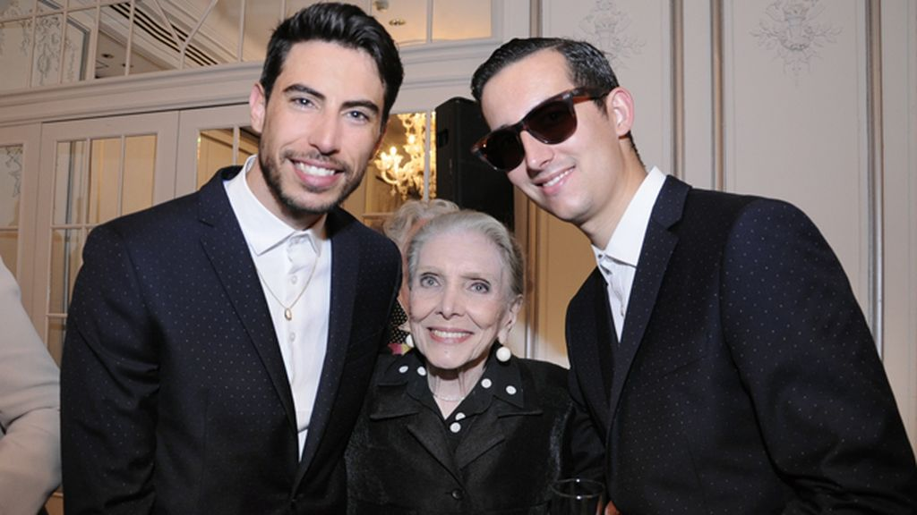 Con trajes de García Madrid posamos junto a una gran señora, María Dolores Pradera