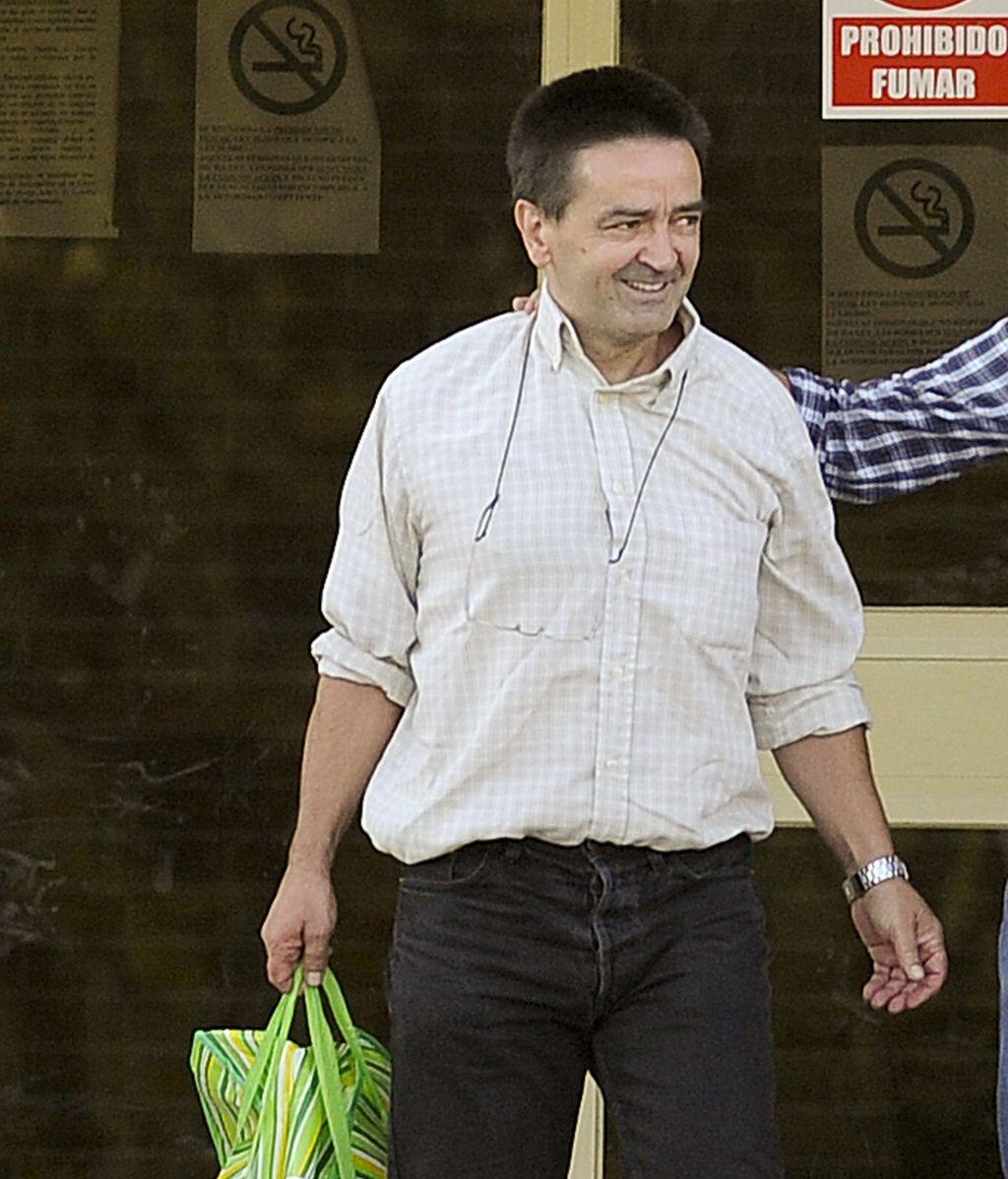 El ex dirigente de ETA 'Iñaki de Rentería' ha salido esta tarde de la cárcel de Soto del Real acompañado por dos familiares FOTO: EFE