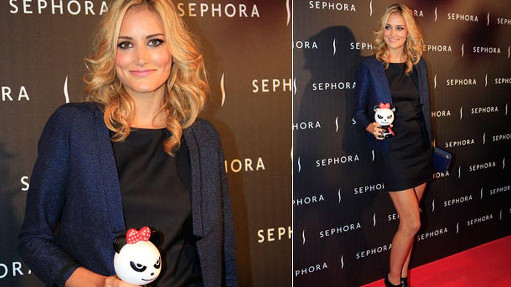 La modelo amadrinó un juguete de Sephora con fines benéficos