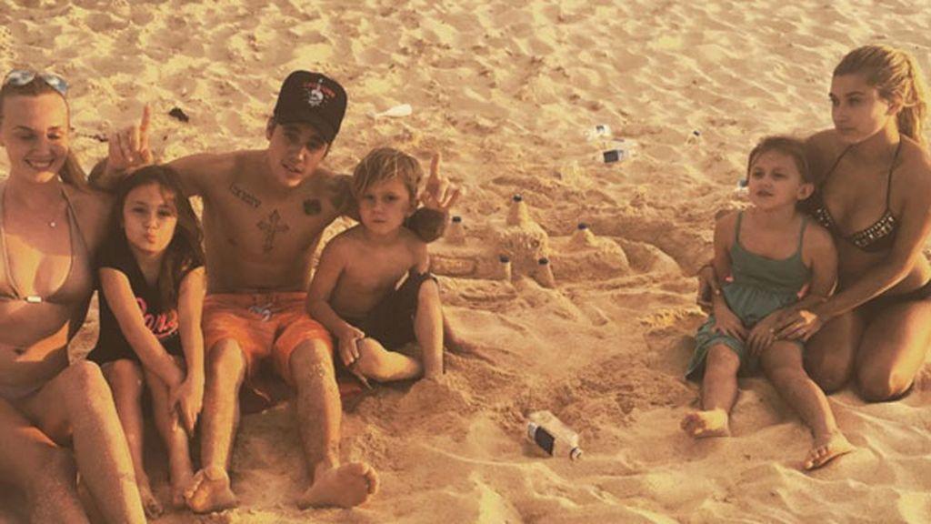 Justin Bieber termina 2015 entre amigos y en la playa