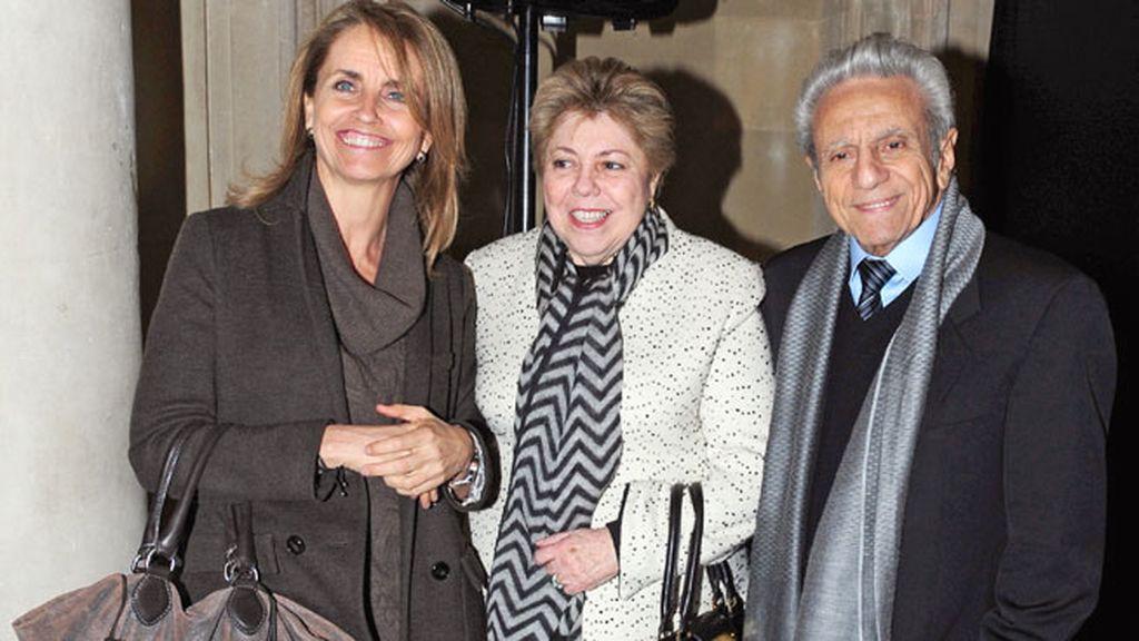 La madre de Piqué y los padres de Shakira, juntos en la exposición
