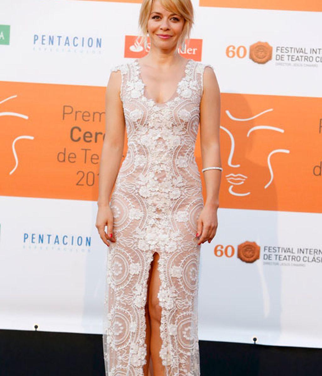 María Adánez con un sugerente vestido de gran abertura en la falda