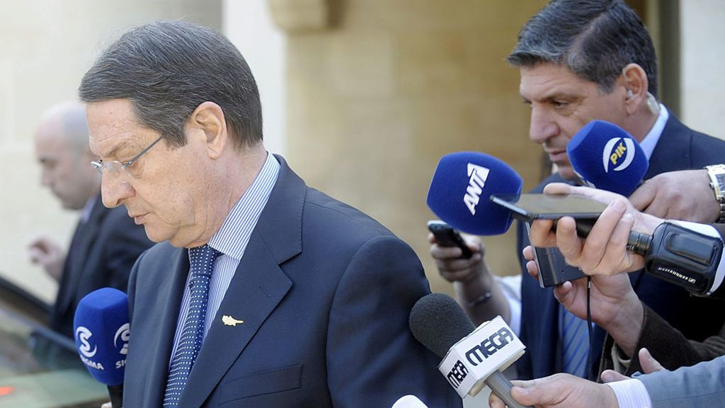 El presidente chipriota Nicos Anastasiades abandona el Palacio Presidencial tras el Consejo de Ministros en Nicosia (Chipre)