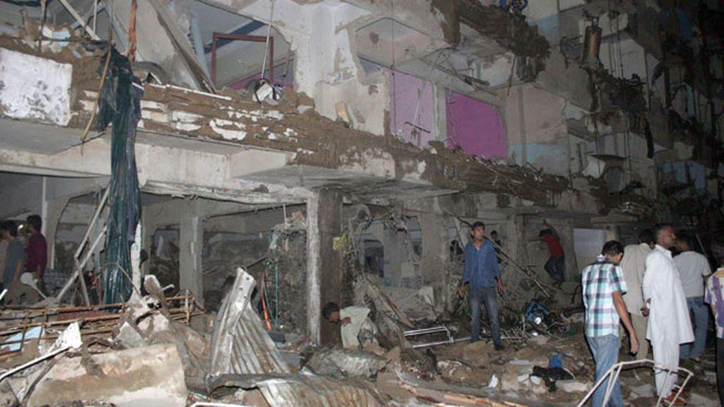 Al menos 37 muertos en el atentado de Karachi