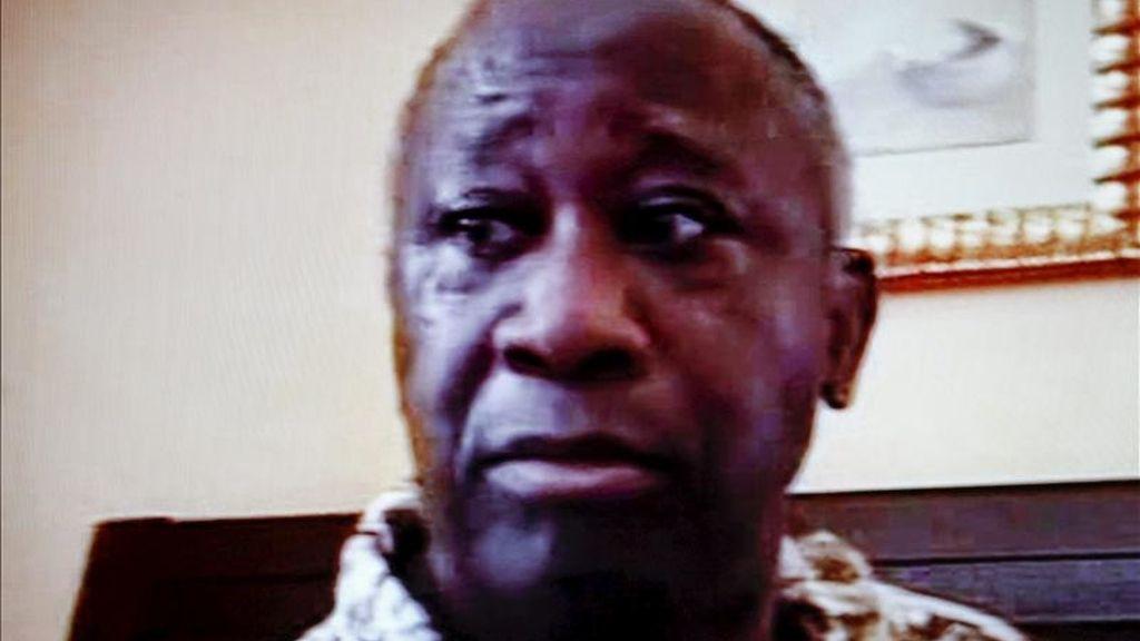 Gbagbo tras su captura en una habitación del Hotel Golf de Abiyán. Vídeo: Informativos Telecinco