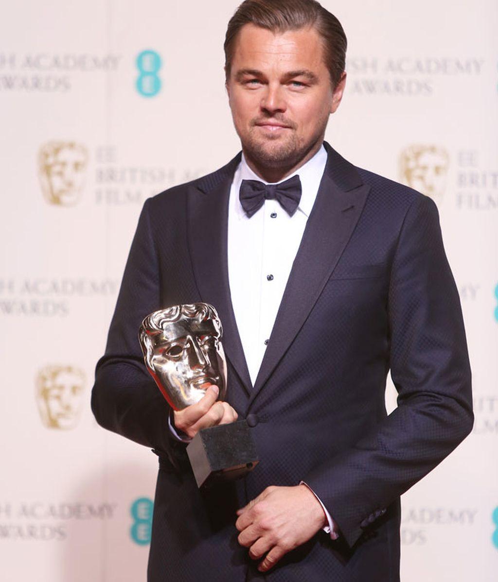 Leonardo DiCaprio con esmoquin y pajarita