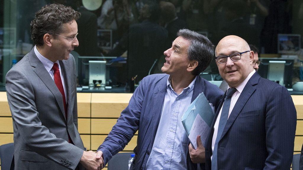 El presidente del Eurogrupo, Jeroen Dijsselbloem, y el nuevo ministro de Economía griego, Euclides Tsakalotos