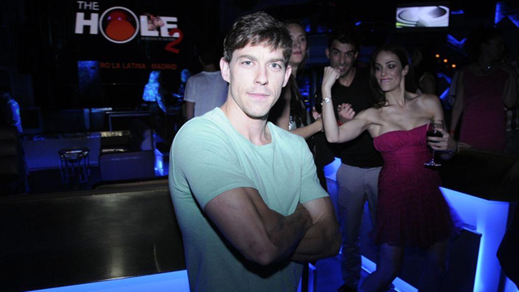 Adrián Lastra, que se encuentra inmerso en la grabación de una nueva serie junto a Paula Echevarría y Miguel Ángel Silvestre