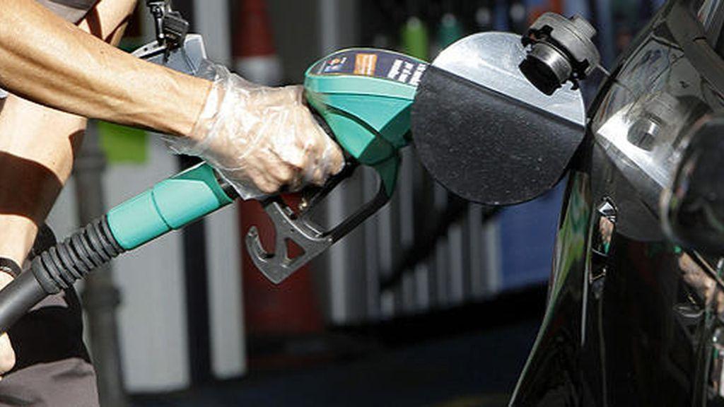 La gasolina y el gasóleo se abaratan hasta un 0,9% en vísperas de la operación salida