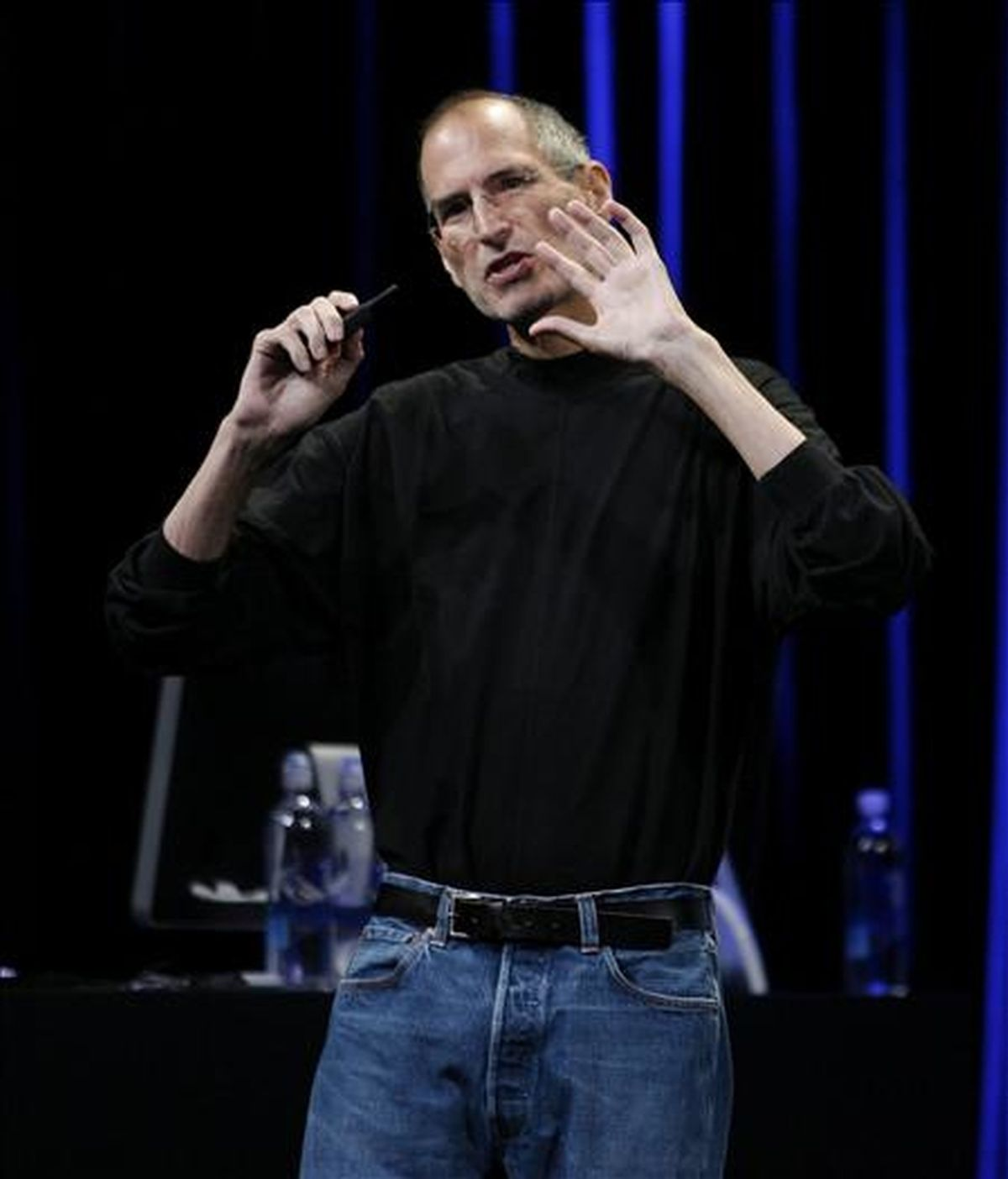 Steve Jobs controla unos 5.426 millones de acciones de Apple, compañía que cofundó en los años ochenta, y unos 138 millones de Disney que recibió cuando este grupo adquirió la productora Pixar, también fundada por él. EFE/Archivo