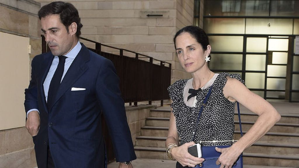 Carolina Herrera junto a su marido 'El Litri' a la entrada de la Iglesia