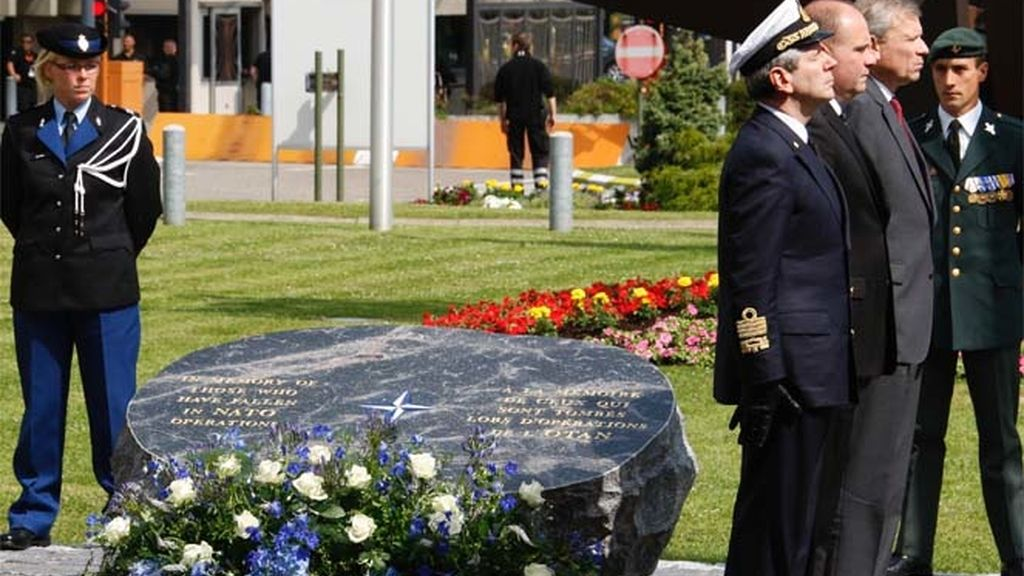 Homenaje a los soldados caídos de la OTAN