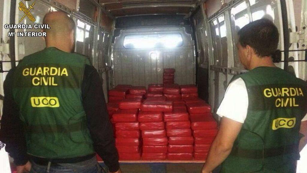Intervenidos 800 kilos de hachís y detenidas siete personas que exportaban la droga oculta en camiones