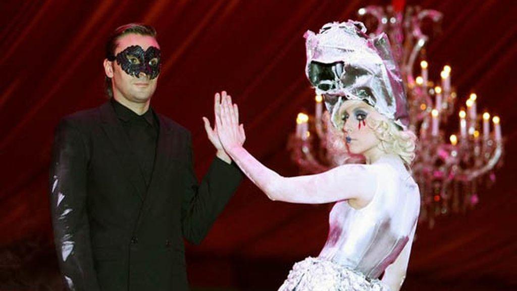 Lady Gaga estuvo acompañada por el Bolshoi Ballet
