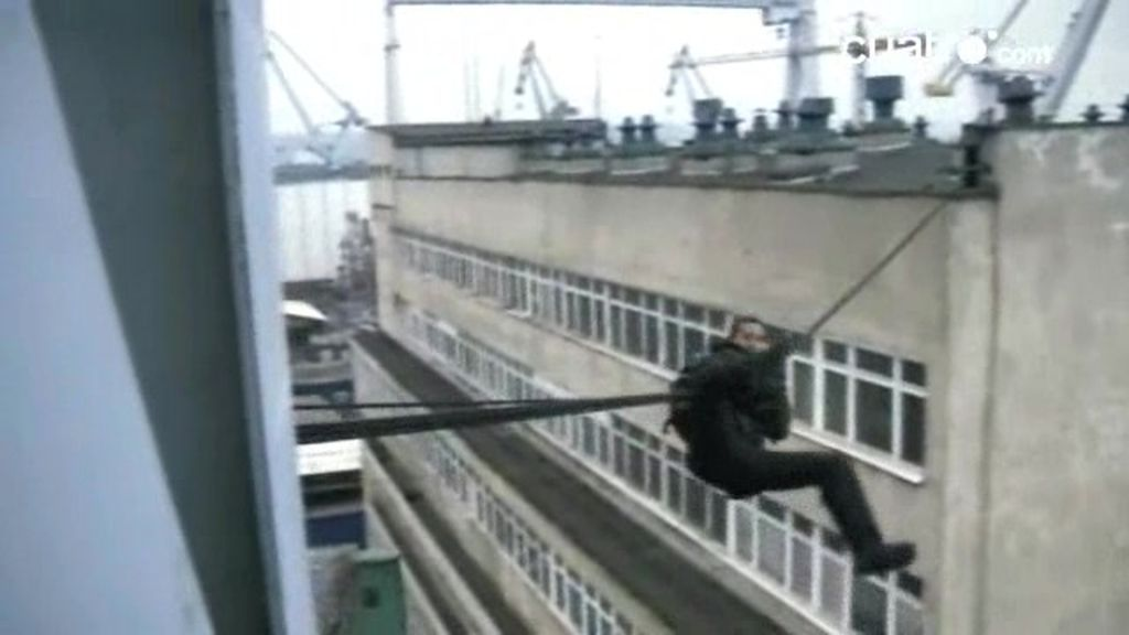 Superviviente urbano: Bear Grylls entre edificios