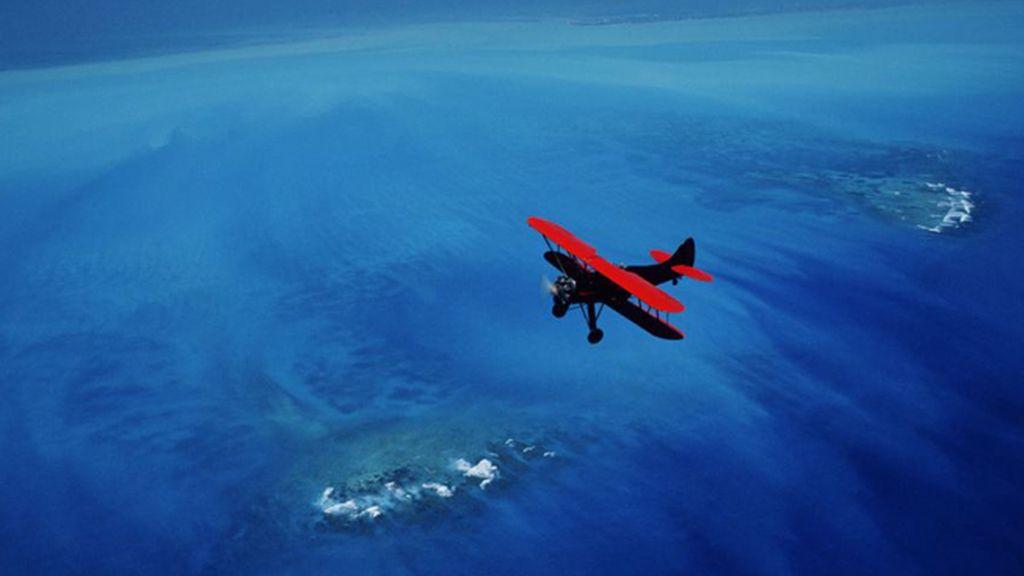 Una avioneta sobrevolando el nacimiento de la corriente del Golfo de Florida, Estados Unidos