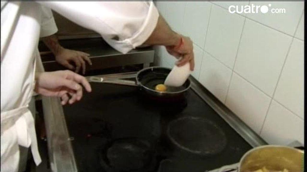 Hijos de papá aprenden a freír un huevo