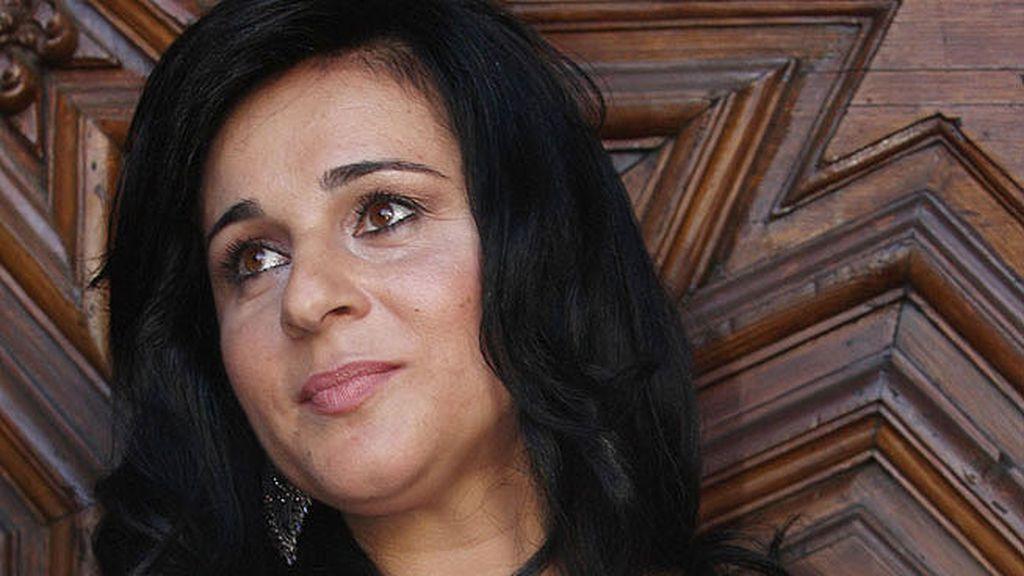 Ana María Aldón se mostró muy emocionada a la salida de la iglesia