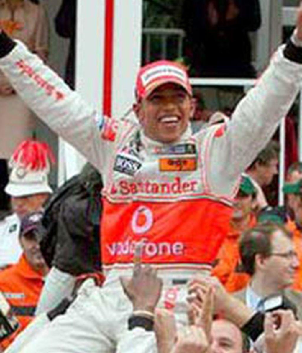 Hamilton celebra la victoria. Foto: EFE