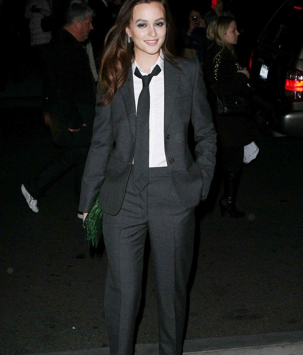 Traje de chaqueta negro y corbata, el estilo de Leighton Messter