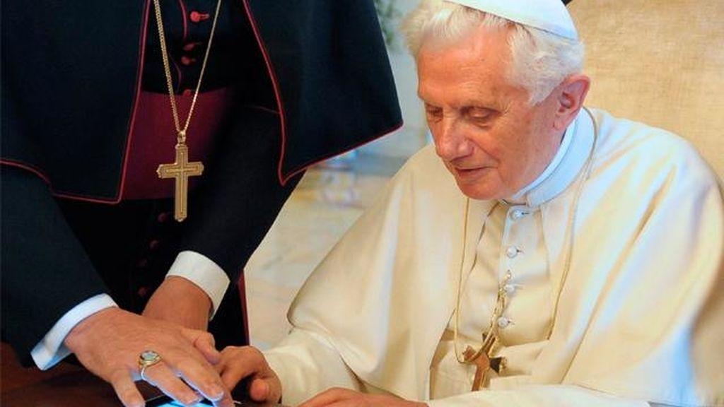 Imagen de archivo del Papa con un iPad