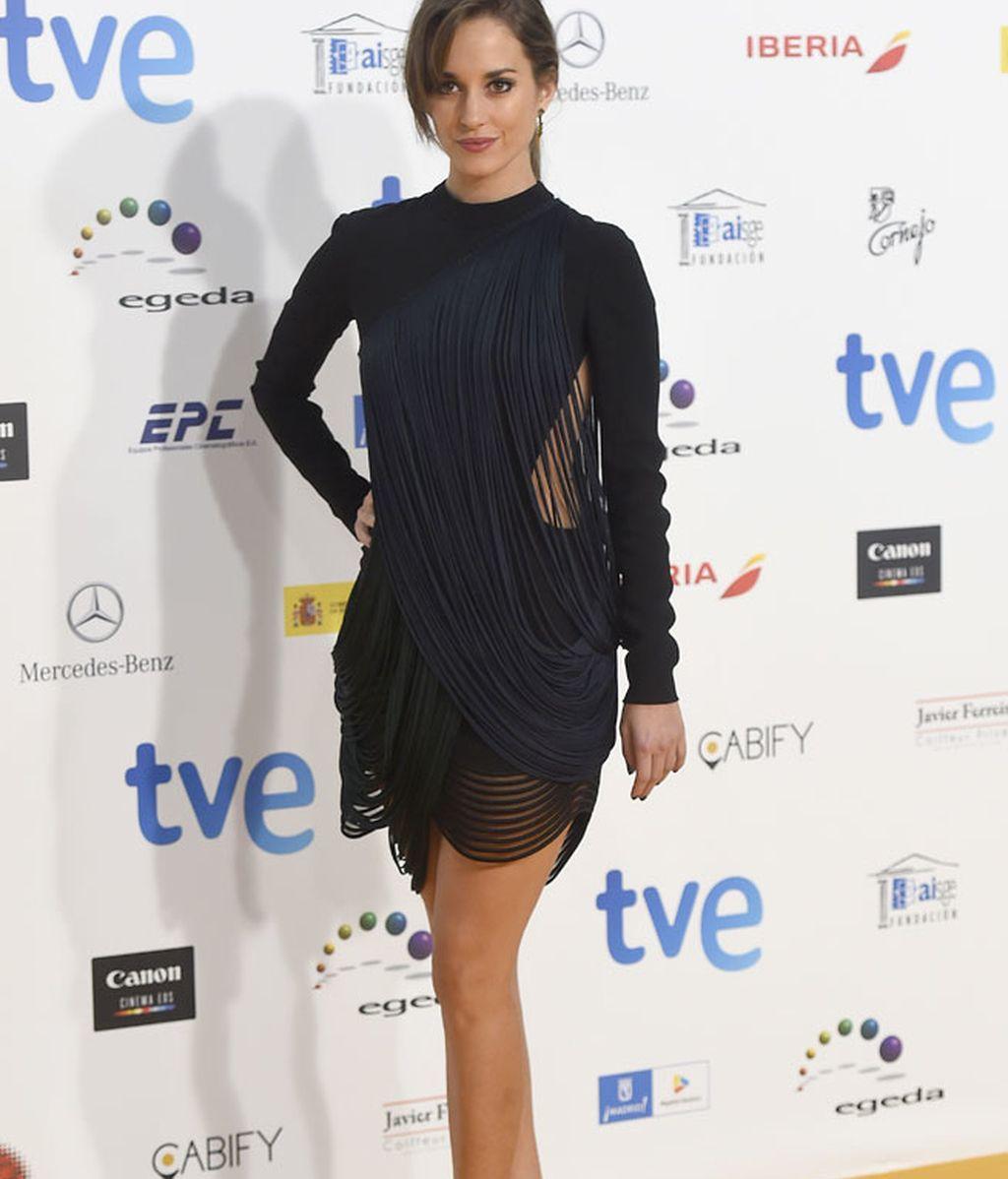 Silvia Alonso con vestido estilo cabaretero con flecos