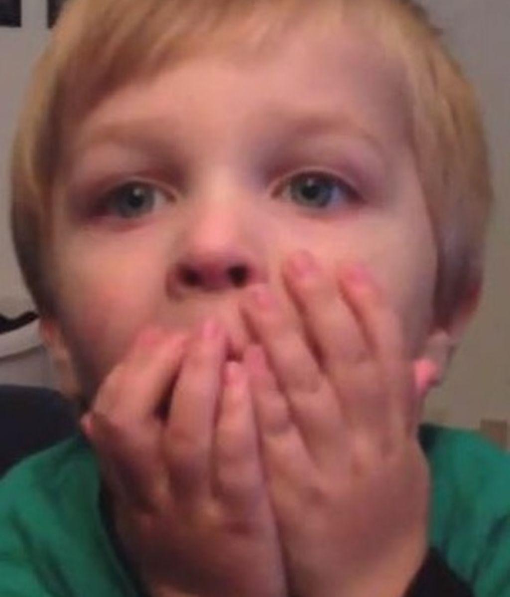 Cara de perplejidad al descubrir que sus padres se comieron sus caramelos