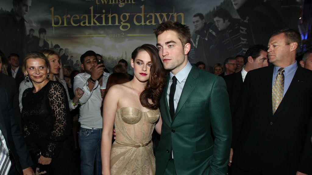Robert Pattinson y Kristen Stewart muy unidos en el estreno de Crepúsculo