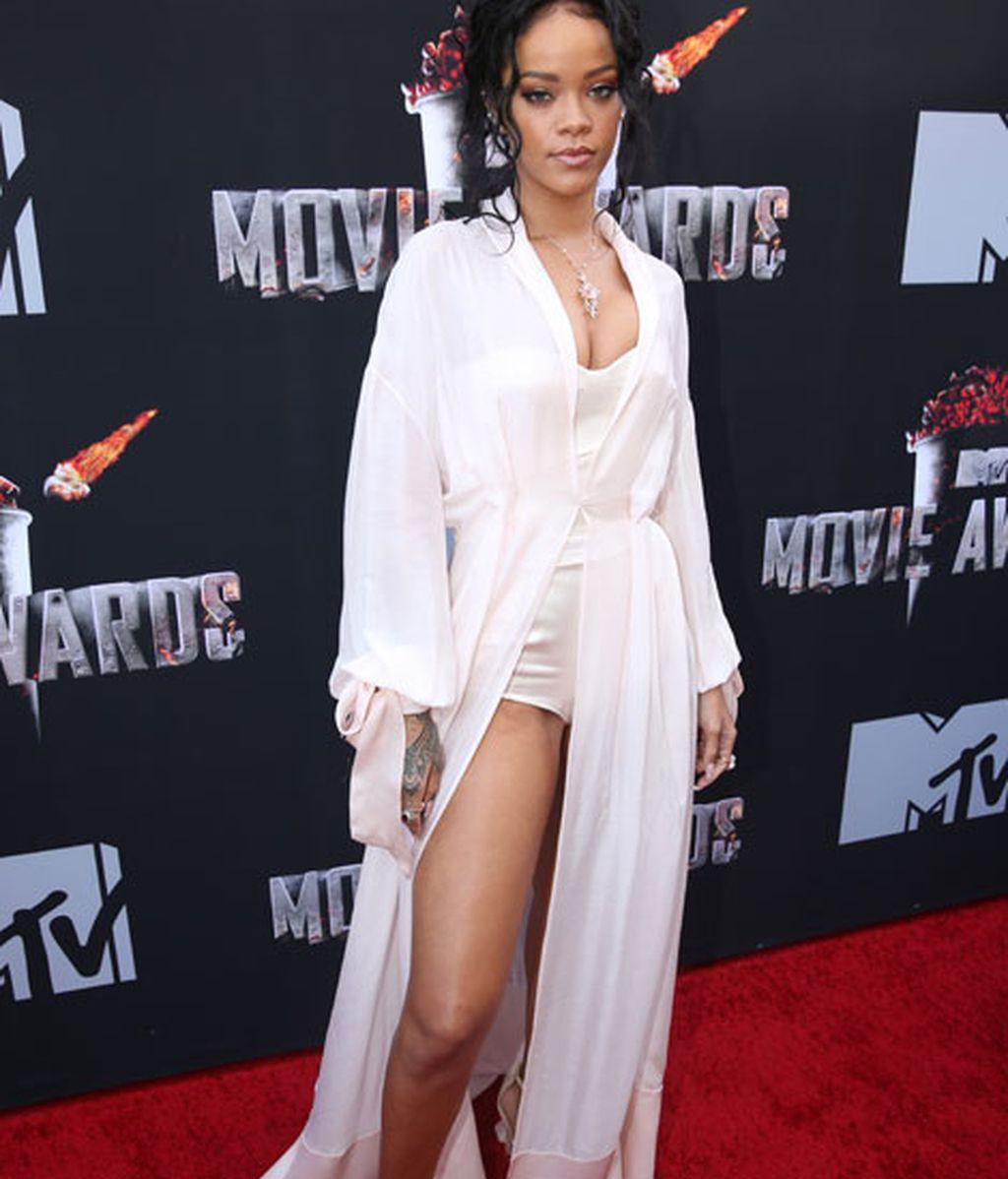 Rihanna, de Ulyana Sergeenko, volvió a apostar por el blanco