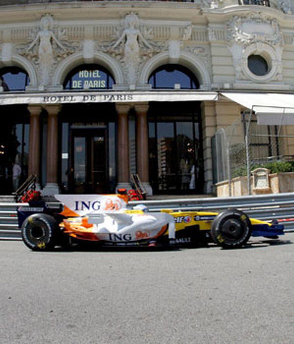 Alonso rueda en Monaco. Foto: EFE