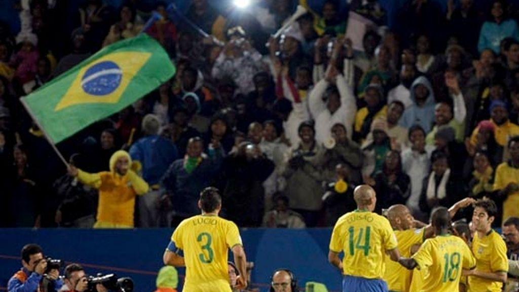 brasil celebra el primer gol