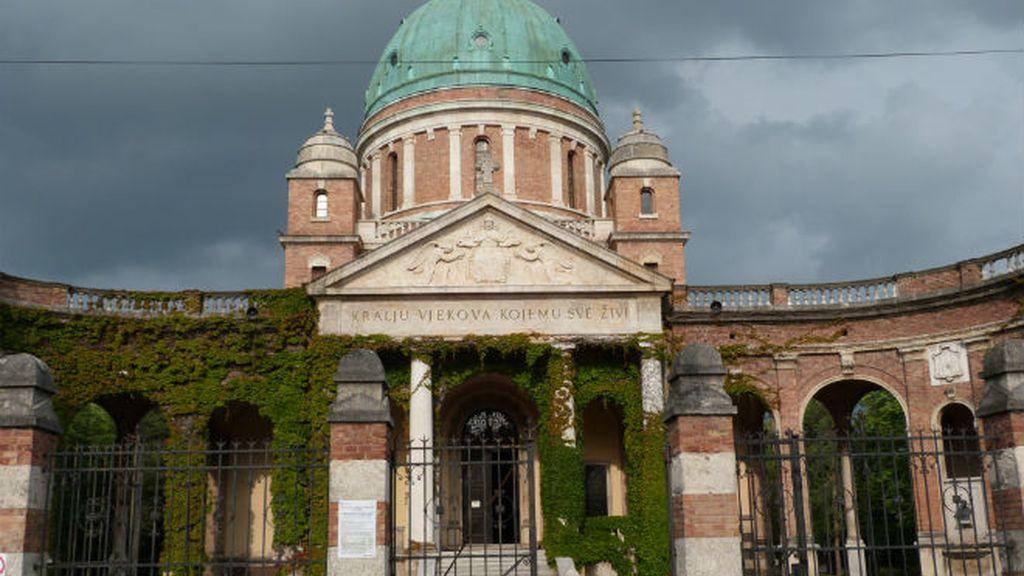 cementerio. fachada