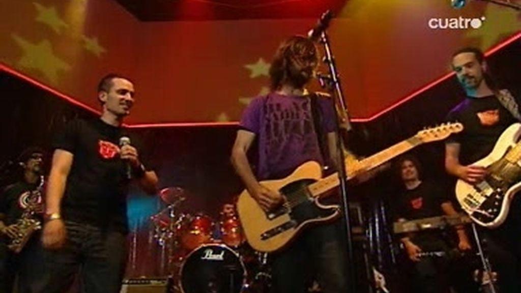 David Otero de El Canto del loco canta con El Hombre Linterna