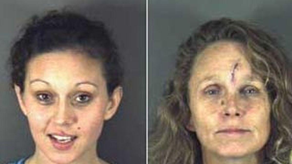 Jessica Marie Fixl (izquierda) y su madre Lisa W. Johnson (derecha), en una imagen facilitada por la cárcel de Lake County.