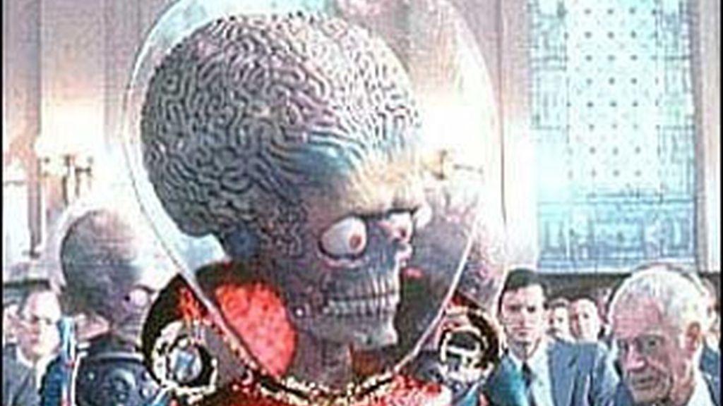 Esperemos que la experiencia no acabe con el sangriento enfrentamiento de la película 'Mars attacks'