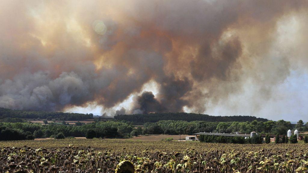 Labores de extinción del incendio en Madremanya, Girona