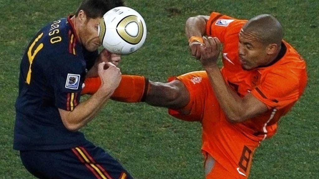 Los holandeses desataron la 'Furia Roja' con su juego sucio