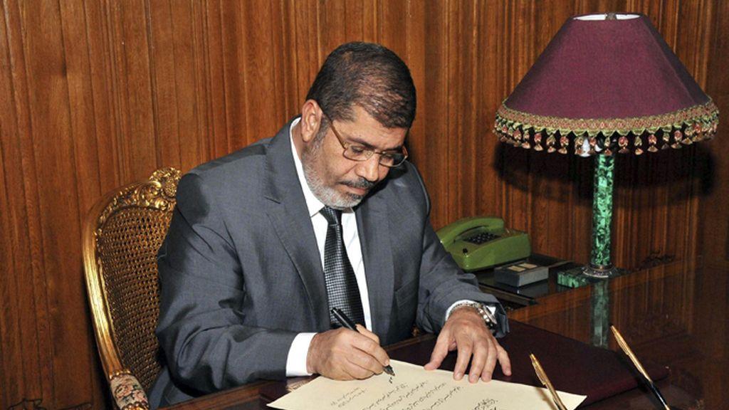 Morsi firma el decreto que sanciona la nueva Constitución de Egipto