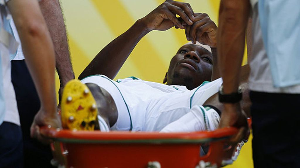 Omeruo tuvo que retirarse por lesión