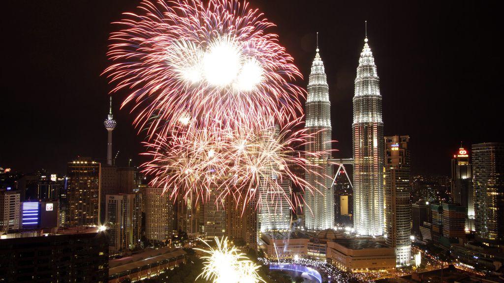 Fuegos para recibir al 2013 en Kuala Lumpur
