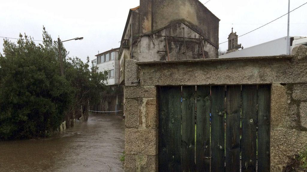 Ríos desbordados, calles anegadas y corrimientos de tierra en Galicia