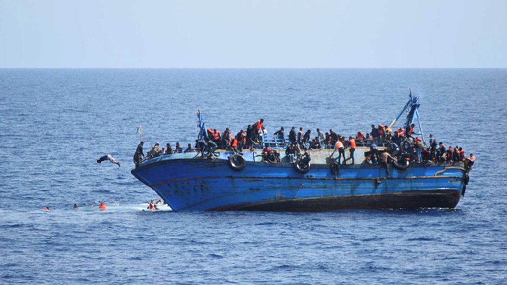 Las aguas frente a las costas de Libia son testigo de otro impactante naufragio