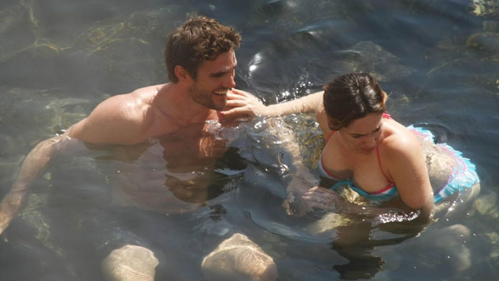 Kelly Brook y Thom Evans en Ischia